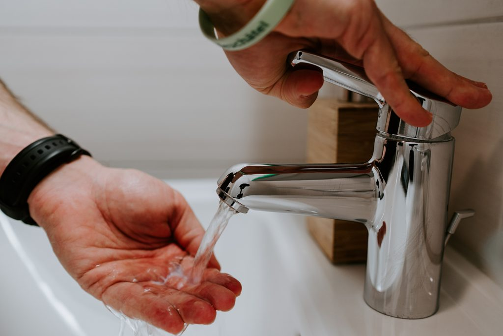 Gym Hygiene Habits Everyone Should Practice washing hands by toweltech